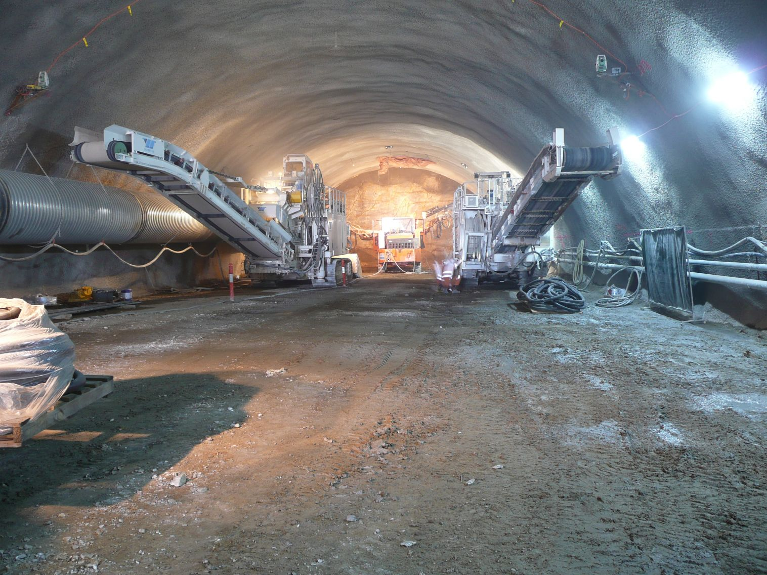 road-headers-working-side-by-side-in-conventional-tunnel-clem7-2